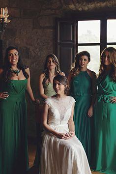 Green bridesmaid dresses | Photo by Raquel Puras from 3 Deseos y Medio | Read more - http://www.100layercake.com/blog/?p=76863