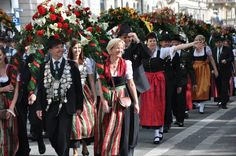 Oktoberfest currently in its edition, opened its doors to beer drinkers on 21 September in Munich, Germany. Munich Oktoberfest, German Oktoberfest, Beer Festival, World's Biggest, Bavaria, Current Events, Traditional Outfits, Germany, Culture
