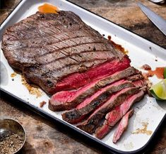 A quick and easy dinner or meal prep idea to keep you on track but also enjoy a bit of comfort! This broiled flank steak and veggies is sure to impress! Marinated Flank Steak, Flank Steak Recipes, Sous Vide, Steak And Whiskey, Meal Prep, Grilling, Veggies, Stuffed Peppers, Kitchens