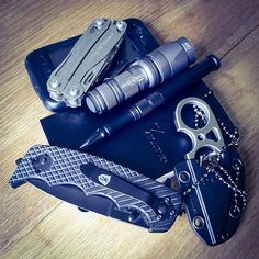 iPhone 3GS Leatherman Wingman Surefire E1L Zequenz 360 Rollable Notebook 5.11 Tactical Double Duty 1.5 Pen SOG Snarl Black Label Stone Cold...