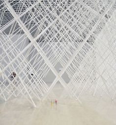 'cornfield' is a large-scale installation by japanese architect ryuji nakamura.   constructed solely of glue and paper, the structural formalities of the piece balance logic, technique and aesthetics.   its size measures 53.90 m2 with a total volume of around 100m3, expressing a feeling of filling a great space   with a rigorous geometry, while transmitting an ephemeral sense of weightlessness.