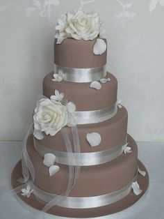 Coffee and cream by Cotton and Crumbs This cake is awesome. I wish i had thought of such a thing back in the day when i got married. Beautiful Wedding Cakes, Gorgeous Cakes, Pretty Cakes, Amazing Cakes, Fondant Cakes, Cupcake Cakes, Cupcakes, Fancy Cakes, Mini Cakes