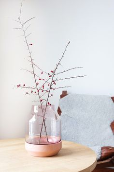 Nordic interior decorating. Here with the elevated vase from Muuto, designed by Thomas Bentzen.