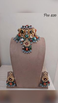 Kundan Jewellery Set, Indian Jewelry Sets, Indian Wedding Jewelry, Bridal Bangles, Bridal Jewelry, Gold Jewelry, Antique Jewellery Designs, Gold Earrings Designs, Jewelries