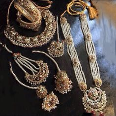 Gold Jewelry For Sale Product Pakistani Bridal Jewelry, Bollywood Jewelry, Indian Wedding Jewelry, Bridal Jewellery, Headpiece Jewelry, Bridal Bangles, Stylish Jewelry, Fashion Jewelry, Hyderabadi Jewelry