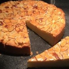 Boterkoek (Dutch Butter Cake) 1 cup butter, softened 1 cups white sugar 1 tablespoon almond extract 2 cups all-purpose flour 2 teaspoons baking. Round Cake Pans, Round Cakes, Boterkoek Recipe, Dutch Recipes, Cooking Recipes, Amish Recipes, Diet Recipes, Cake Recipes, Dessert Recipes
