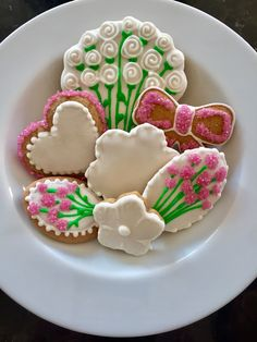 Relaxing fun biscuit icing classes for all abilities, Hertfordshire. Learn a new skill and surprise someone special with a delicious gift. Learn A New Skill, Surprise Gifts, Home Recipes, Freshly Baked, Homemade Gifts, Cookie Decorating, Sugar Cookies, Dairy Free