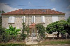 Huis buiten -  Vakantiehuis Sainte - Juliette Sainte Juliette, Pergola, Outdoor Structures, Cabin, House Styles, Home Decor, Porches, Decoration Home, Room Decor