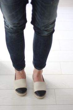 Homevialaura | casual style | Vidorreta leather espadrilles | ripped jeans