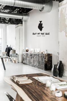 Out of the Blue conceptstore in Eindhoven verkoopt van alles binnen het midden en hoge segment: van meubels en zakdoeken tot servies en jurkjes.