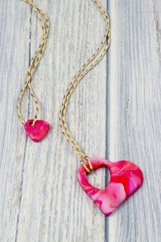 How to make a marbled polymer clay mother and child heart necklace and celebrate unconditional love. This is a perfect kids craft for Valentines Day or Mothers Day and is the perfect home made gift