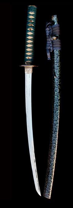 WAKIZASHI MOMOYAMA, Sword : 16th Century Japan Steel, iron, gold, lacquer