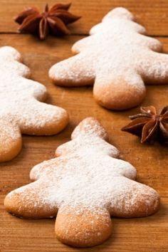 Sapin en pain d'épice Christmas Tree Biscuits, Christmas Tree Cookies, Xmas Cookies, Gingerbread Cookies, Noel Christmas, Biscotti Cookies, Galletas Cookies, Kfc, Cookie Desserts