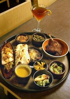 Where should you take guests to eat in Seattle? List of restaurants in Seattle Seattle Restaurants, Seattle Food, Seattle Times, Washington Mountains, Seattle Washington, Washington State, Seattle Vacation, Moving To Seattle, Sleepless In Seattle