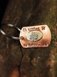 Outlander! I'd Rather be in Lallybroch  Outlander keychain  Je by taggyourit, $19.00