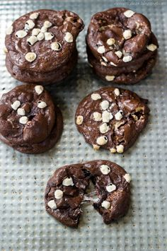 Skinny Hot Chocolate Fudge Brownie Cookies - no oil/ butter or flour in these! Just powdered sugar,  egg whites, cocoa powder, chocolate chips and mini marshmallows (or an equal quantity of more chocolate chips) {gluten free}