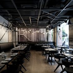 An American grill with a New York flavour, the aesthetic of this venue is urban industrial, with blackened iron support structures set against the plaster and bare brick walls of what was once the heart of this centenarian building, the courtyard...