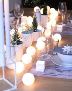 With these DIY table decoration ideas for Christmas you will enchant Mit diesen DIY Tischdeko Ideen zu Weihnachten bezauberst du deine Gäste! You will enchant your guests with these DIY table decoration ideas for Christmas! Christmas Table Settings, Christmas Table Decorations, Light Decorations, Holiday Decor, Christmas Tablescapes, Wedding Decorations, Noel Christmas, White Christmas, Christmas Lights