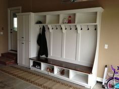 Home Remodeling Mudroom Amazing Farmhouse Entryway Mudroom Design Ideas 20 - Amazing Farmhouse Entryway Mudroom Design Ideas 20 Mud Room Garage, Mudroom Laundry Room, Garage House, Garage Art, Diy Garage, Garage Entryway, Mudroom Cubbies, Mudroom Cabinets, Garage Laundry