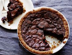 Tyler Florence's Bourbon and Chocolate Pecan Pie - #Thanksgiving #ThanksgivingFeast #Dessert
