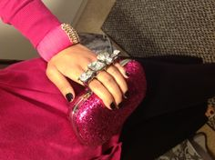 Alexander+McQueen+style+4+ring+knuckle+clutch.+Available+in+Pink+Glitter.