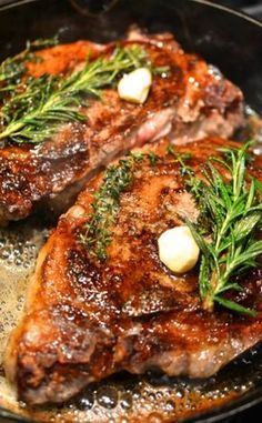 Cast Iron Butter-Basted Rib Eye _ Crusty on the bottom perfect piece of meat basted in a mixture of foamy butter, sprigs of thyme, rosemary, & fresh garlic. You're treated to a multi-sensory experience. It hits every note. It's quite wonderful! Steak Recipes, Cooking Recipes, Chicken Recipes, Good Food, Yummy Food, Delicious Recipes, Le Diner, Beef Steak, Rib Eye Steak