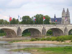 Loirestreek; Bezienswaardigheden, grootste steden aan de Loire, activiteiten en uitjes Pays de la Loire Frankrijk - Mamaliefde.nl Saumur, Boutique Deco, Taj Mahal, Road Trip, Tours, France, Building, Travel, Europe