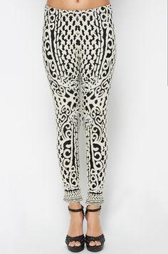pantalones legings estampados en blanco y negro
