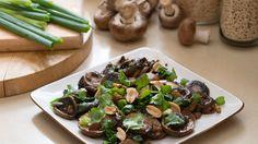 תוספת נפלאה לכל ארוחה - פטריות צרובות היטב ברוטב אסייתי עשיר וטעים