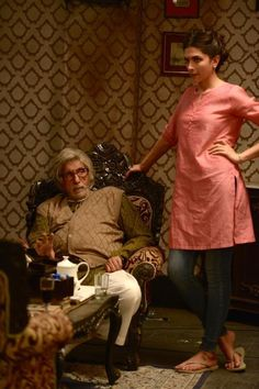 SrBachchan  and deepika padukone on sets of #Piku in Kolkata