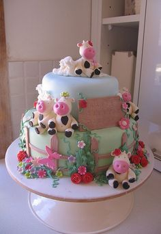 Farm Cake by kylie lambert (Le Cupcake), The cows are so sweet! Gorgeous Cakes, Pretty Cakes, Amazing Cakes, Cow Cakes, Cupcake Cakes, Girl Cakes, Bolo Fondant, Fondant Cake Tutorial, Farm Cake