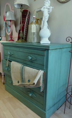Painted Country interiors in Bury St Edmunds in Suffolk, England, painted this chest of drawers beautifully with Chalk Paint® by Annie Sloan in Provence. Chalk Paint Furniture, Hand Painted Furniture, Distressed Furniture, Refurbished Furniture, Vintage Furniture, Annie Sloan Paint Colors, Annie Sloan Chalk Paint And Wax, Annie Sloan Paints, Types Of Furniture