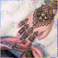 Gorgeous and original henna tatoos! Gorgeous and original henna tatoos! Pretty Henna Designs, Henna Tattoo Designs Arm, Henna Art Designs, Beautiful Mehndi Design, Mehndi Designs For Hands, Mehandi Designs, Mehndi Designs 2018, Modern Mehndi Designs, Mehndi Design Pictures