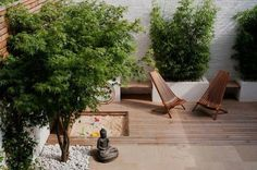 patio bois avec une ambiance zen et une statue de Bouddha