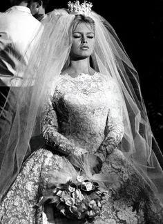vintage audrey hepburn marilyn monroe old hollywood Rita Hayworth elizabeth taylor brigitte bardot Sophia Loren Jayne Mansfield Ginger Rogers Gene Tierney wedding dresses gina lollobrigida classic cinema special post