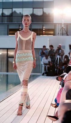 HouzDeco – Interior Design and Home Decor Ideas Mode Crochet, Crochet Lace, Knitwear Fashion, Knit Fashion, Crochet Designs, Crochet Patterns, Vestido Multicolor, Bikinis Crochet, Cooler Look