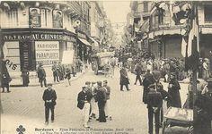 Rue Sainte Catherine à Bordeaux en 1905. Rue Sainte Catherine, Cave Drawings, Roman Theatre, Alpine Village, Bordeaux France, Palace Of Versailles, Rando, Classical Art, Old Photos