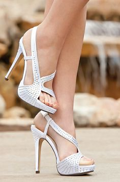 Today I have brought in for you guys a creative post of Special occasion shoes! Today I have a fabulous collection of Special occasion shoes Pretty Shoes, Beautiful Shoes, Cute Shoes, Me Too Shoes, Bling Shoes, Prom Shoes, Wedding Shoes, Stiletto Heels, High Heels