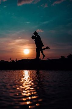 My romance doesn't need a thing but you. Romantic Photography, Moon Photography, Couple Photography, Love Wallpapers Romantic, Romantic Photos, Silhouette Fotografie, Cute Couple Pictures, Couple Photos, Black Background Wallpaper
