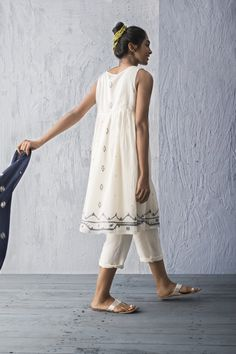 The prefect summer outfit Indian Gowns Dresses, Indian Outfits, Indian Blouse, Indian Wear, Lengha Dress, Short Frocks, Desi Clothes, Blouse Designs, Summer Dresses