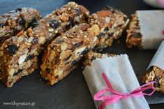 Ενεργειακές μπάρες με ταχίνι_3 Oats Recipes, Sweet Recipes, Snack Recipes, Dessert Recipes, Cooking Recipes, Recipies, Toffee Bars, Oat Bars, Eggless Desserts