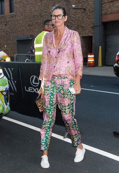 Fashion designer Jenna Lyons seen arriving to Prabal Gurung fashion show during New York Fashion Week: The Shows September 2016 at The Gallery, Skylight at Clarkson Sq on September 2016 in New. Get premium, high resolution news photos at Getty Images Street Style Outfits, Look Street Style, Mode Chic, Mode Style, Look Fashion, Fashion Outfits, Womens Fashion, Fashion Trends, 50 Fashion