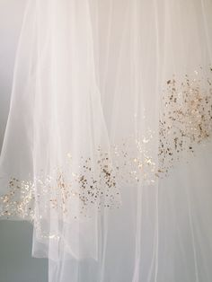 Handpainted with actual Mica flakes, this unique veil shimmers with natural beauty.