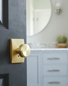 How to Install A Custom Interior Door Knob - love this brushed gold hardware!  #doorknob #vintagedoorknob #golddoorknob #hardware #goldhardware