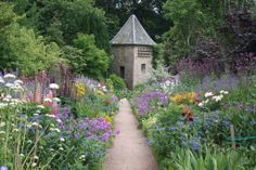 Crathes Castle walled garden (photo by blogger at source)