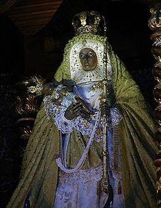 Black Madonna -Image of the Virgin of Candelaria, in the Basilica of Candelaria (Tenerife). Tenerife, Lady Madonna, Madonna And Child, Oya Orisha, Madonna Images, Images Of Christ, Black Jesus, Archangel Raphael, Lady Of Fatima