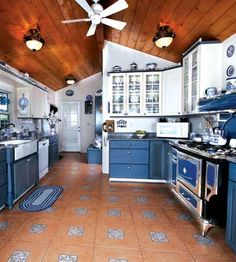 Kitchen remodel inspired by couples' Blue Willow dishware collection