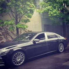 EdelSwiss chauffeur and S400 ready for an early morning pickup👌 • • #rainyday #cloudy #spring #rainymorning #wednesday #readyforwork #waitingforyou #zug #switzerland #schweiz #limousineservice #chauffeurservice #luxurycars #black #car #mercedes #mercedesbenz #sclass #s400 #mercedessclass #nicewheels #luxurytravel #travelinstyle #toairport #photooftheday #carphotography #streetphotography #edelswiss #edelswisslimousine Rainy Morning, Rainy Days, Mercedes S Class, Mercedes Benz, Car Photography, Street Photography, Luxury Travel, Luxury Cars, Cloudy Day