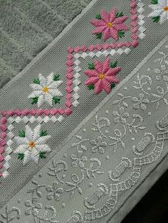 Discover thousands of images about Chicken Scratch, Broderie Suisse, Swiss embroidery, Bordado espanol, Stof veranderen. Hardanger Embroidery, Learn Embroidery, Ribbon Embroidery, Cross Stitch Embroidery, Cross Stitch Borders, Cross Stitching, Cross Stitch Patterns, Broderie Bargello, Embroidery Designs
