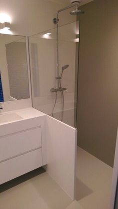 Useful Walk-in Shower Design Ideas For Smaller Bathrooms – Home Dcorz Attic Bathroom, Upstairs Bathrooms, Laundry In Bathroom, Bathroom Layout, Bathroom Fixtures, Kitchen Fixtures, Modern Shower, Modern Bathroom, Small Bathroom